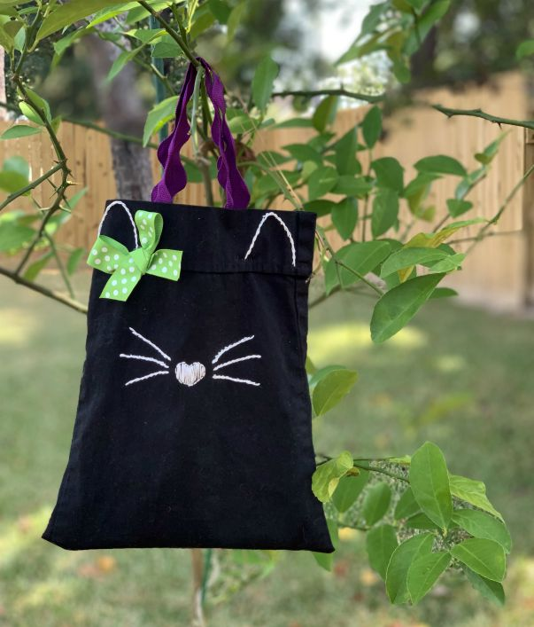 September Fabric Upcycle Challenge Black Cat Bag from www.thisautoimmunelife.com #Halloween #bag #upcycle
