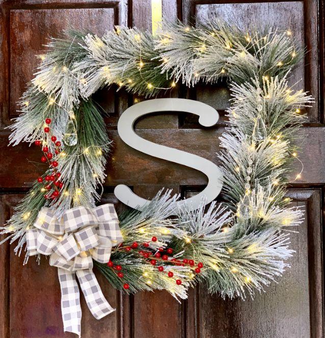 Square Monogram Christmas Wreath from www.thisautoimmunelife.com #Christmas #OrientalTrading #wreath #square #monogram
